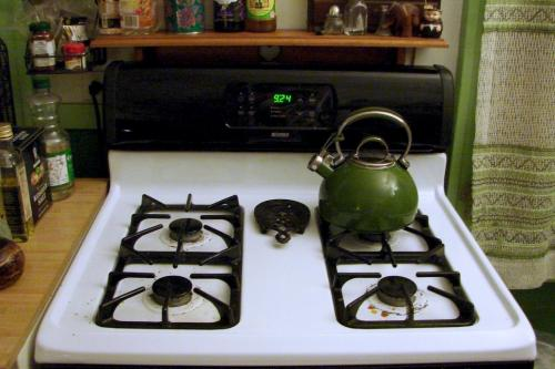 green teapot & kitchen